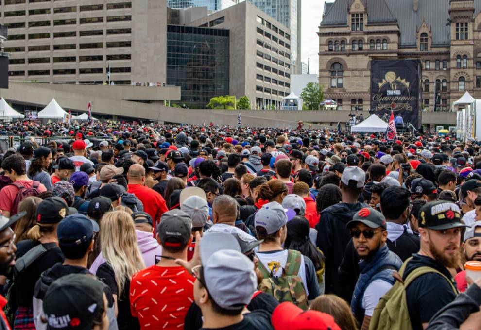 Raptors fans storm the streets of Toronto