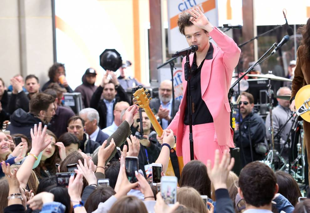 Harry Styles performing in NYC